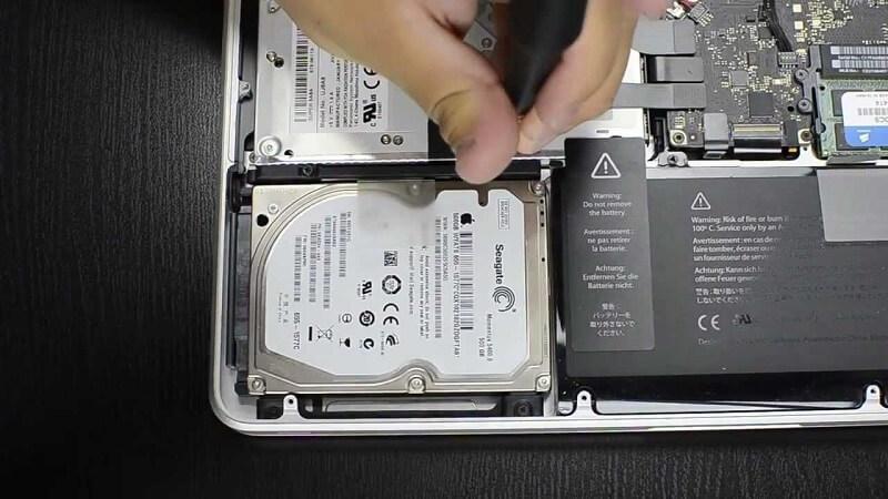 SSD einlegen